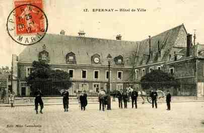 Debout jusqu'en 1918/1920, dans l'ancien couvent des chanoines place Hugues Plomb. © Epernay Patrimoine