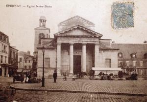L'ancienne église Notre Dame place Hugues Plomb.
