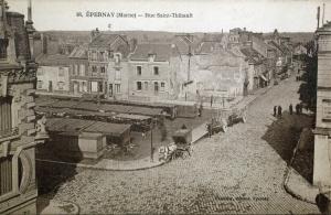 Le marché, place du Pont Neuf, avant la construction de la halle et la rue Saint Thibault.