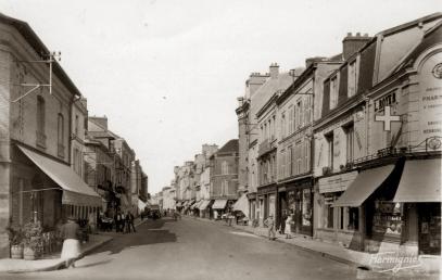 En allant vers la place Hugues Plomb, quelques années avant le début de la rénovation. © Epernay Patrimoine