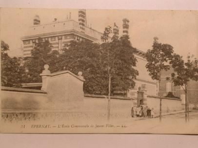 DSCN5094 l'actuelle école primaire Pierre Bachelin, vue de la rue de l'hôpital Auban Moët (edit L